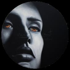 """Título: PenumbraSerie: Retratos """"Black&White""""Año: 2016Tamaño: 100 cm de diámetroTécnica: acrílico y oleo sobre tablero de DM"""
